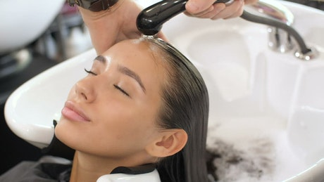 Washing a client's hair in aesthetics