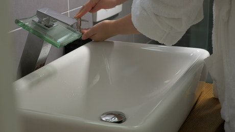 Washing hands using liquid soap