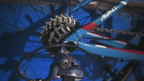 Wheel of a rotating bicycle, in a close and detailed shot