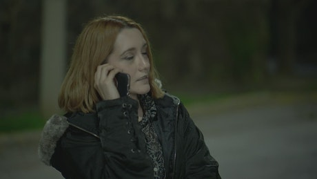 Woman is robbed of her cell phone by a thief at night