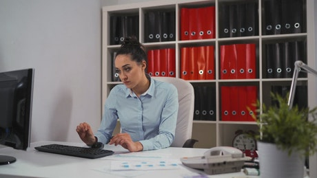 Woman shows data to her boss