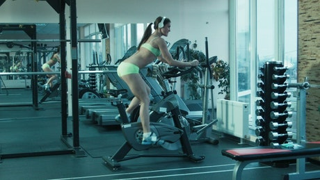 Woman with headphones training in the treadmill
