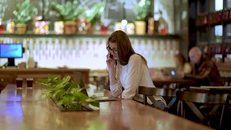 Young businesswoman working in the coffee shop